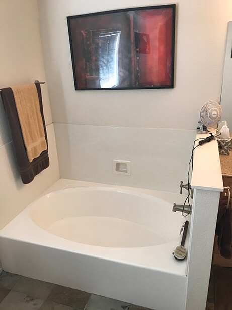 Fountain Hills Master Bathtub Coversion - Before